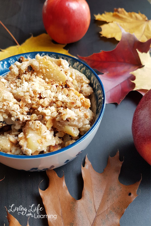 Easy apple crisp recipe with oats - the perfect treat for the whole family