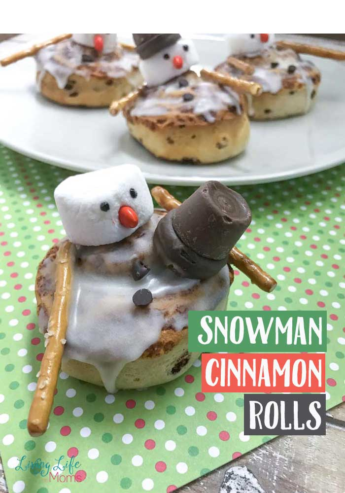 These Snowman Cinnamon Buns are delicious and simple to make. Everyone in your family will enjoy this winter breakfast treat and will be begging for more! Super simple homemade breakfast everyone will love! #homemade #breakfast #snowmancinnamonbuns #snowmancinnamonrolls #cinnamonrolls