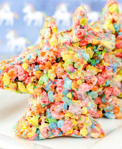 This simple unicorn rice Krispy treat is simple and easy to make. All you need are a few ingredients and you'll be well on your way to creating a delicious treat that everyone loves! #unicorn #ricekrispytreats #dessert #rainbow #cooking