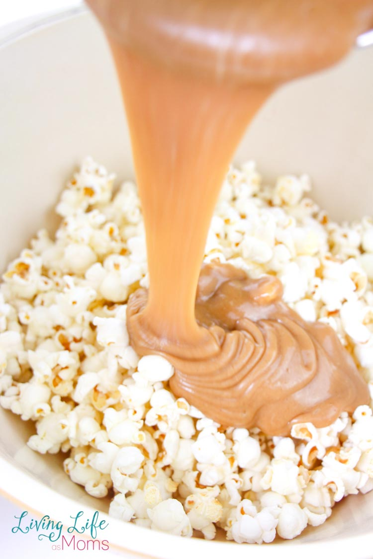 Here is a delicious popcorn recipe that is an easy dessert as well. Covered in chocolate and Snickers, this popcorn is so simple, it's crazy! Get ready to fall in love with movie night all over again thanks to this delicious homemade popcorn recipe. #popcornrecipe #dessertpopcorn #movienightfun #homemadepopcorndessert
