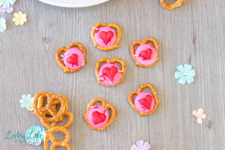 Delicious heart pretzel snacks