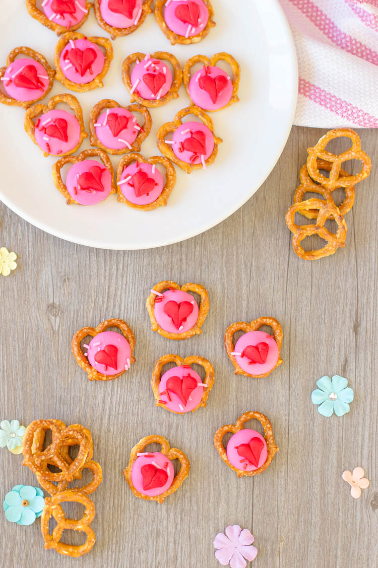 Yummy heart pretzel snacks